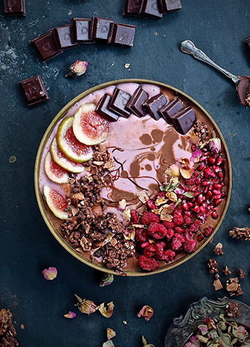 Dark Chocolate & Rose Smoothie Bowl