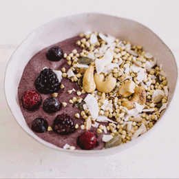 Rainbow powder smoothie bowl